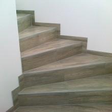 Fliesenlegung Treppe mit Wendung